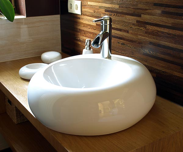 Fitted bathroom with white sink